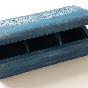 Ξύλινο κουτί 3 θέσεων βαμμένο,με λεπτομέρεια γιρλάντα M22xY8xΠ9-ΔΜΠ001-20ευρώ .