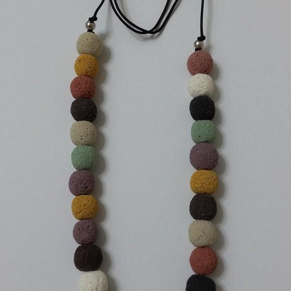 ΚΜΠ015-Κολιέ με λάβα σε διάφορα χρώματα με κορδόνι αυξομείωσης-25ευρώ