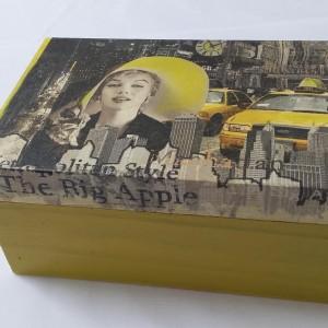 Ξύλινο κουτί σε κίτρινο χρώμα με τεχνική decoupage