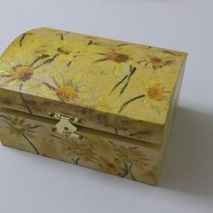 Ξύλινο κουτί μπαούλο με τεχνική decoupage