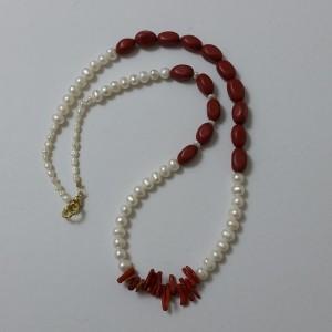 ΚΜΠ046-Κολιέ με μαργαριτάρια και κοράλλια-60ευρώ