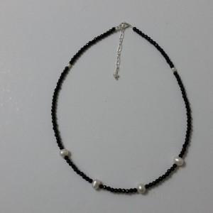 ΚΜΠ048-Κολιέ με μαύρους αχάτες και μαργαριτάρια-25ευρώ