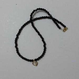 ΚΜΠ054-Κολιέ με μαύρες πέτρες όνυχα και χρυσό κρεμαστό στοιχείο-15ευρώ