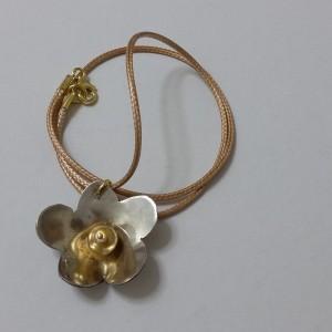 ΚΜΠ063-Κολιέ λουλούδι από ασήμι 925 και χρυσό μαργαριτάρι-30ευρώ