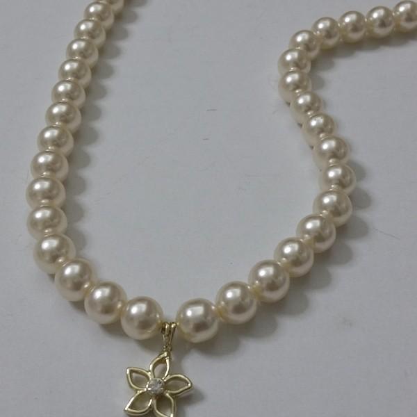 ΚΜΠ095-Κολιέ με πέρλες και κρεμαστή επίχρυση μαργαρίτα-15ευρώ