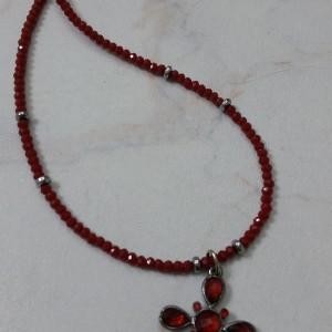 ΚΜΠ113-Κολιέ με κόκκινα κρύσταλλα και σταυρό-15ευρώ