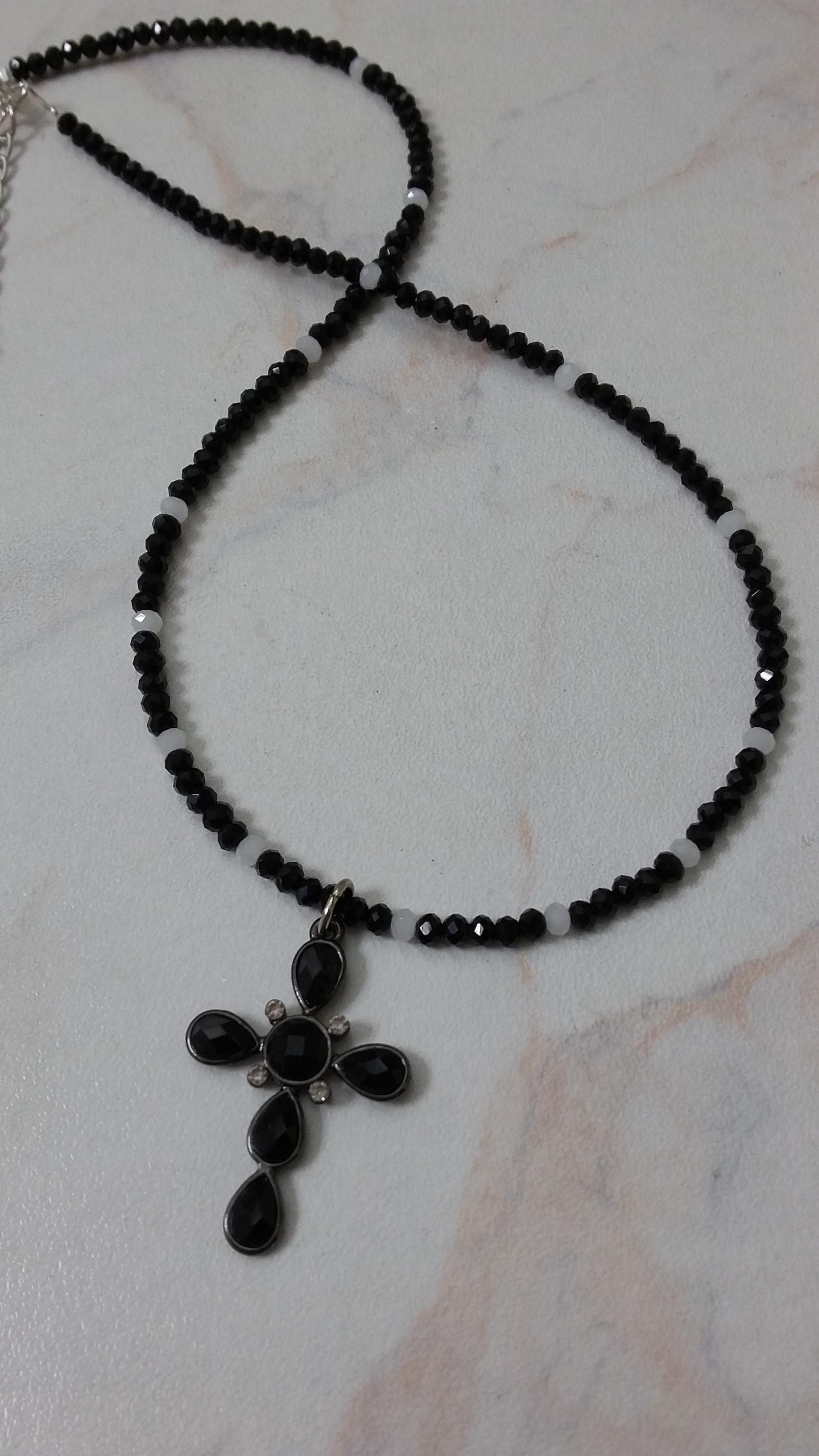ΚΜΠ114-Κολιέ με μαύρα κρύσταλλα και σταυρό-16ευρώ  5752ab19f98