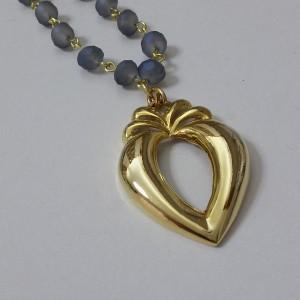 ΚΜΠ123-Κολιέ κοντό ροζάριο με ματ γαλάζια κρύσταλλα και επίχρυση καρδιά-17ευρώ
