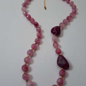 ΚΜΠ185 - Κολιέ κοντό με ημιπολύτιμες πέτρες ροζ κουάρτζ ,φουξ αχάτη και αιματίτη σε χρυσό χρώμα 40 ευρώ