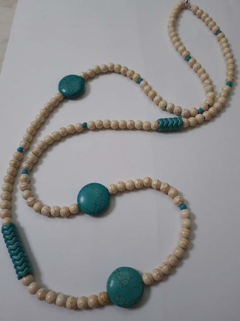 ΚΜΠ191 - Κολιέ μακρύ με χαολίτες εκρού και γαλάζιο χρώμα - 18 ευρώ 615335428ff