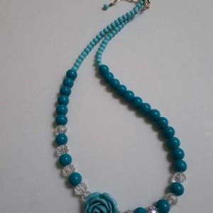 ΚΜΠ194-Κολιέ κοντό με κρύσταλα γαλάζια,διάφανα και λουλούδι-15ευρώ