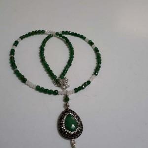 ΚΜΠ198-Κολιέ κοντό με ημιπ. πέτρες τζέιντ πράσινες και στοιχείο δάκρυ με μαρκασίτη-30ευρώ