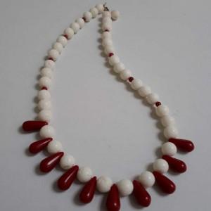 ΚΜΠ199-Κολίε κοντό με άσπρα και κόκκινα κοράλια-40ευρώ